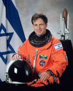 720px-Ilan_Ramon,_NASA_photo_portrait_in_orange_suit