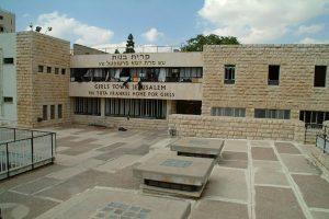 Main entrance of Kiryas bunes
