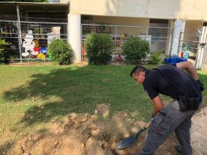 Police sapper handling a mortar shell near a nursery in the Eshkol Regional Council  June 20, 2018 (Photo: Eshkol Security)